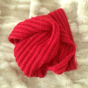 Chunky red scarf